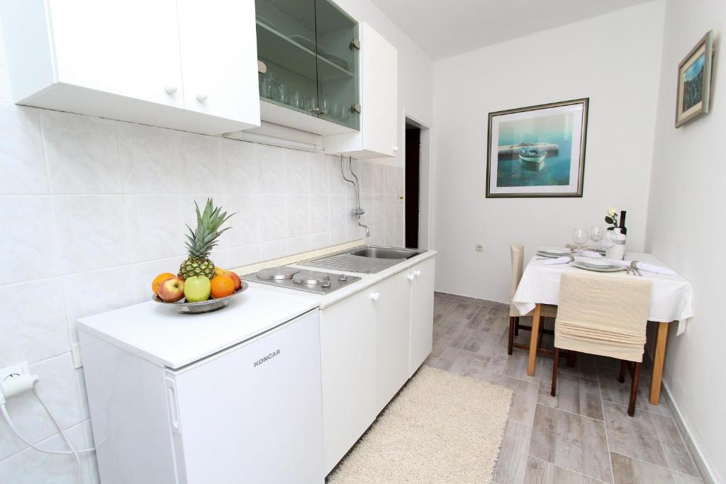 A kitchen or kitchenette at Apartment Old Town Manosa