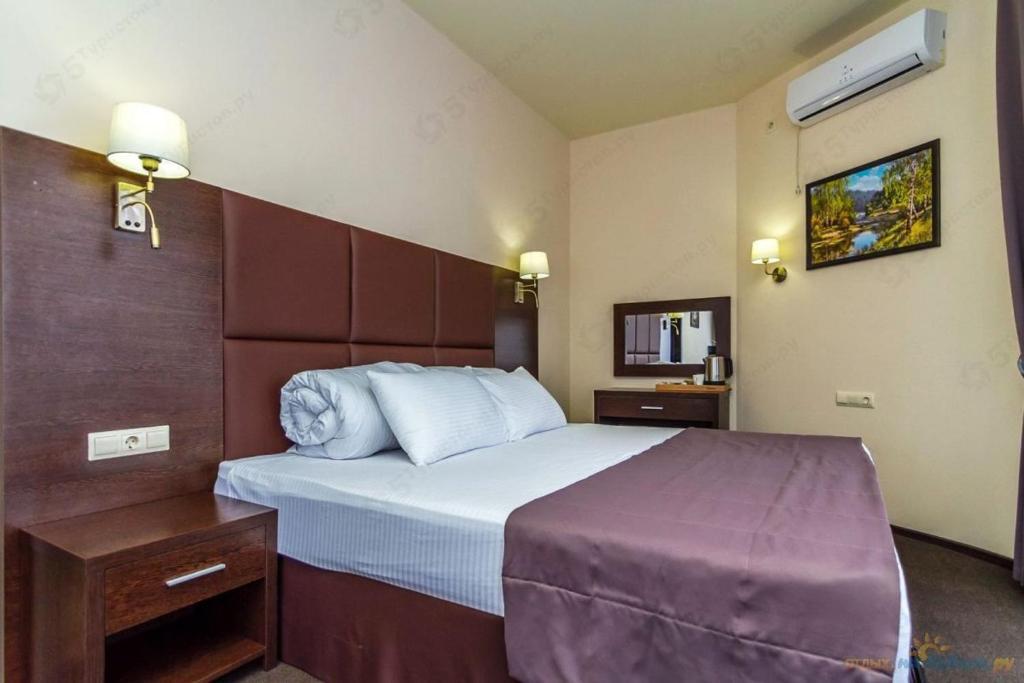 """Кровать или кровати в номере Отель """"Добрыня"""""""