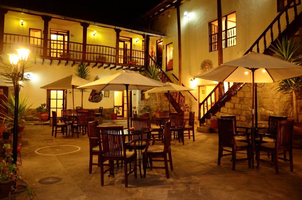 Un restaurante o sitio para comer en Unaytambo Boutique Hotel Cusco