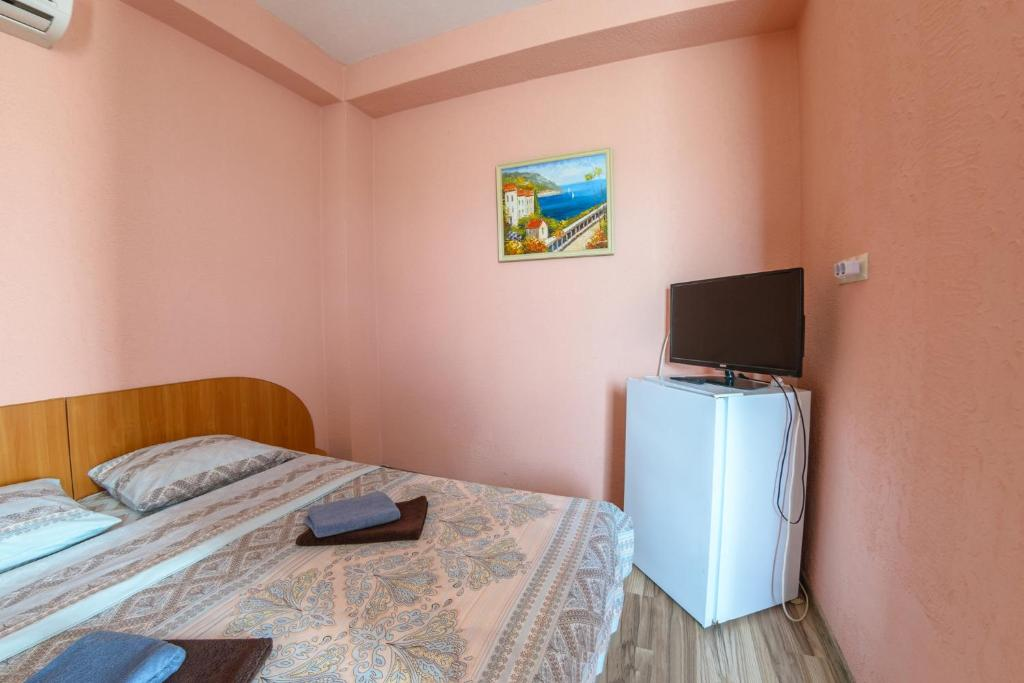 A bed or beds in a room at Zvezdochka