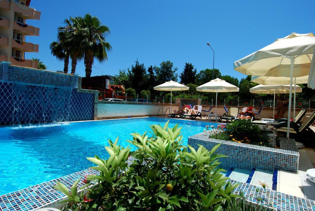 Бассейн в Hatipoglu Beach Hotel или поблизости