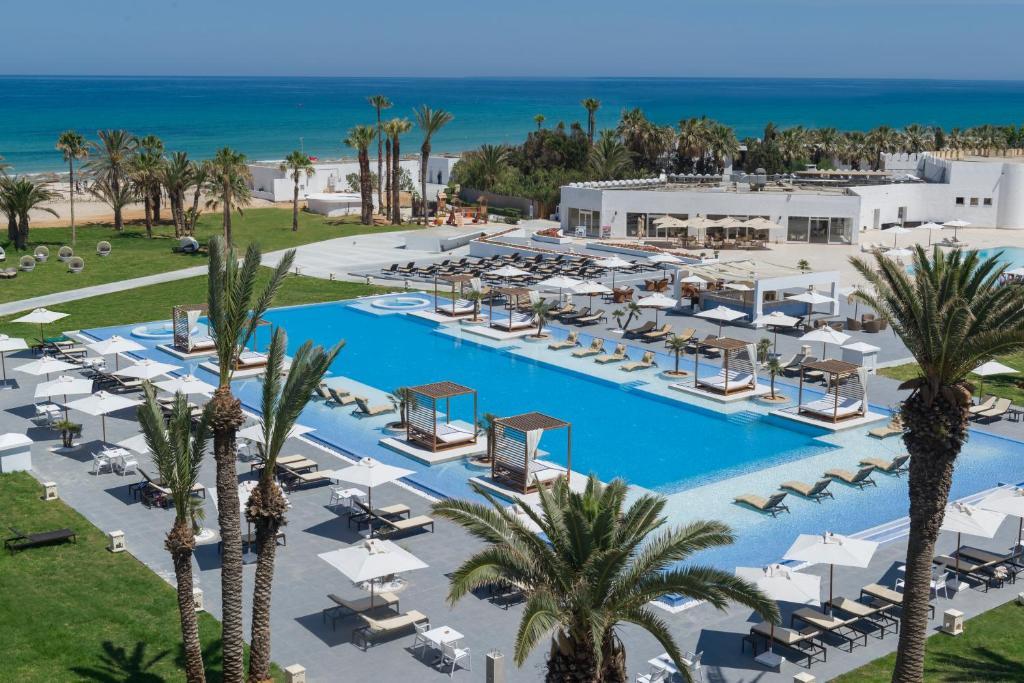 Uitzicht op het zwembad bij Jaz Tour Khalef of in de buurt