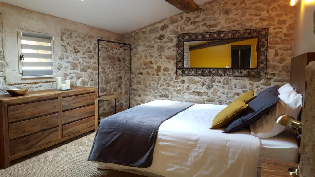 Un ou plusieurs lits dans un hébergement de l'établissement Le Mas de Combeau