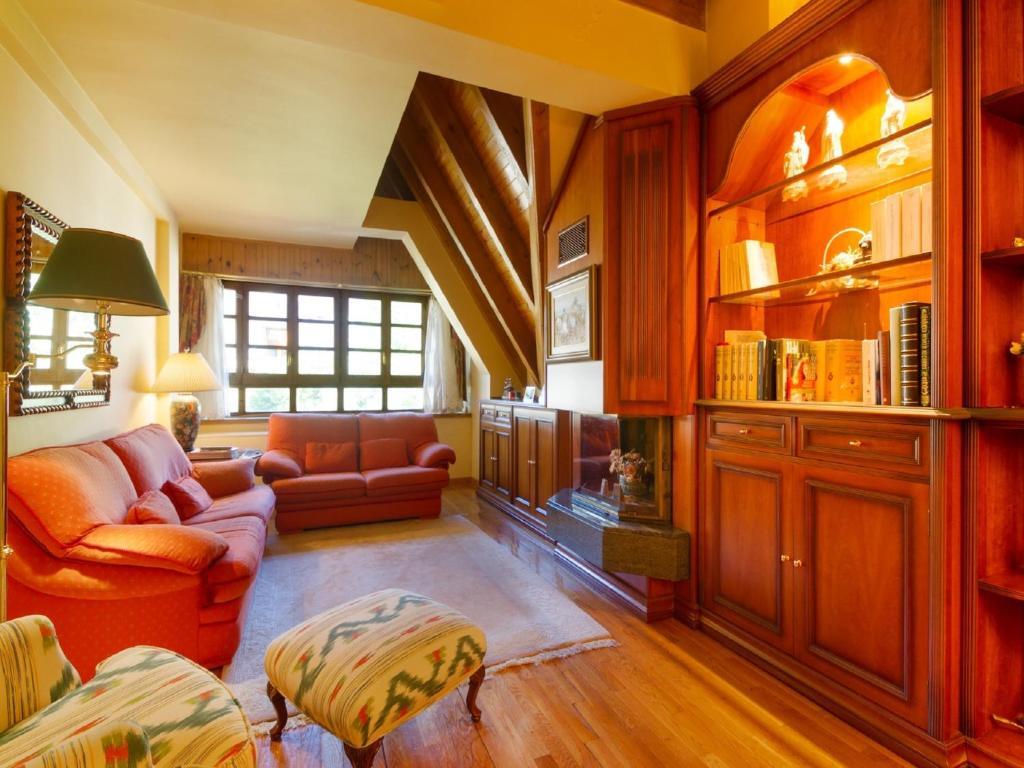 A seating area at Apartament Valldeneu
