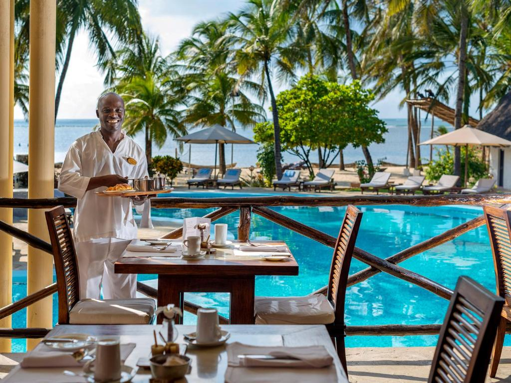 A restaurant or other place to eat at Diamonds Dream of Africa