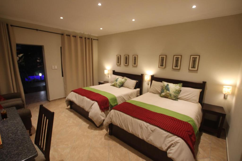 A bed or beds in a room at Forest Villa's