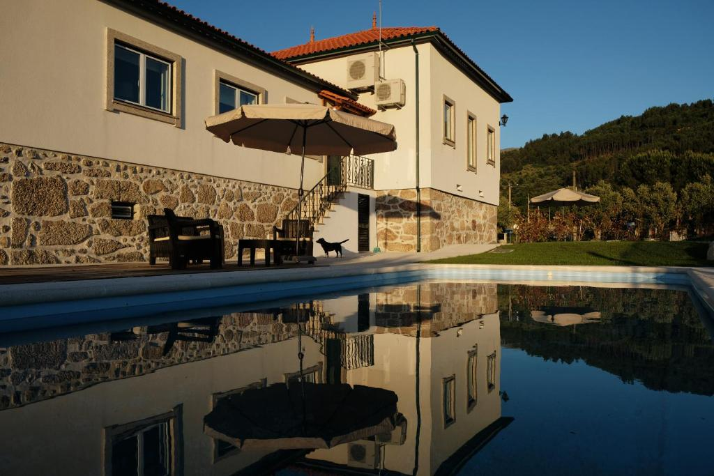 The swimming pool at or near Quinta de Vodra