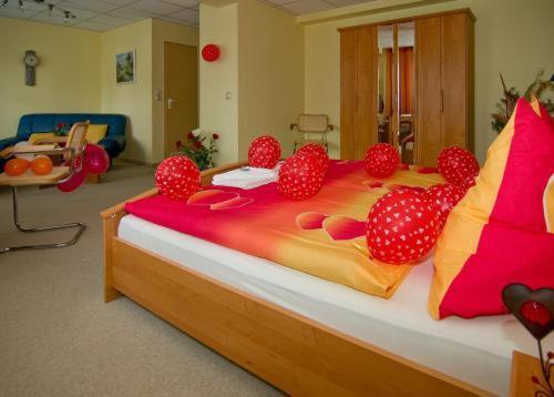 Ein Bett oder Betten in einem Zimmer der Unterkunft WALDHOTEL SEELOW - ein Land-gut-Hotel