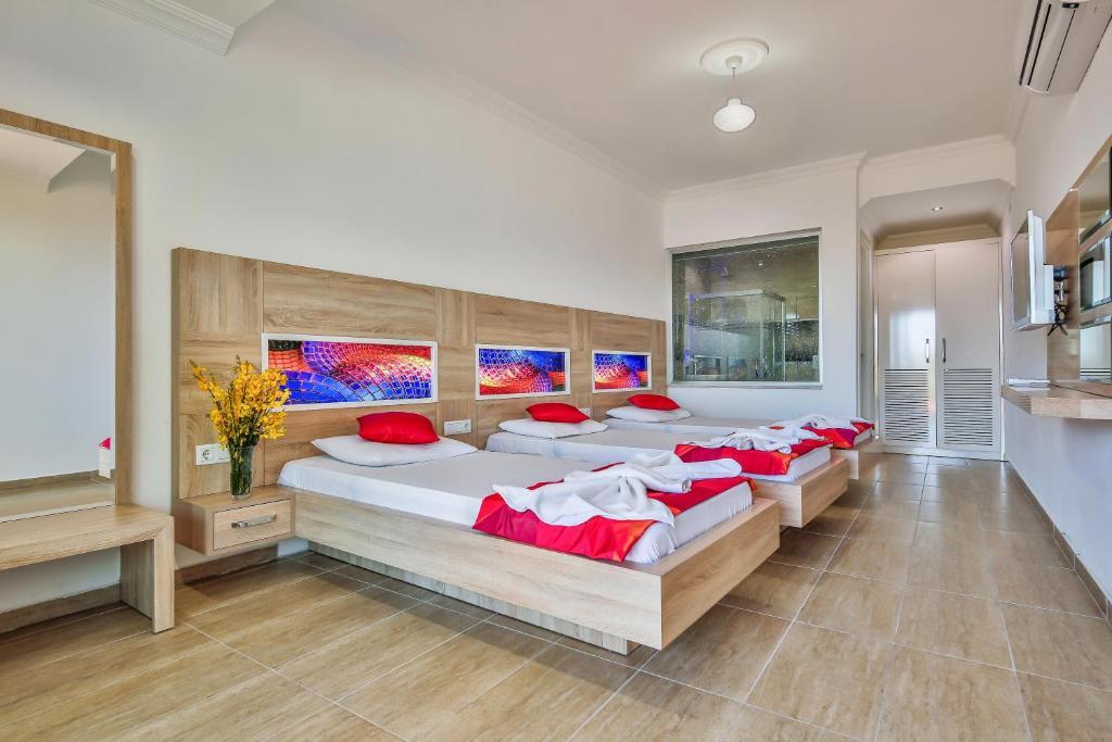 En eller flere senge i et værelse på Hamarat Pension