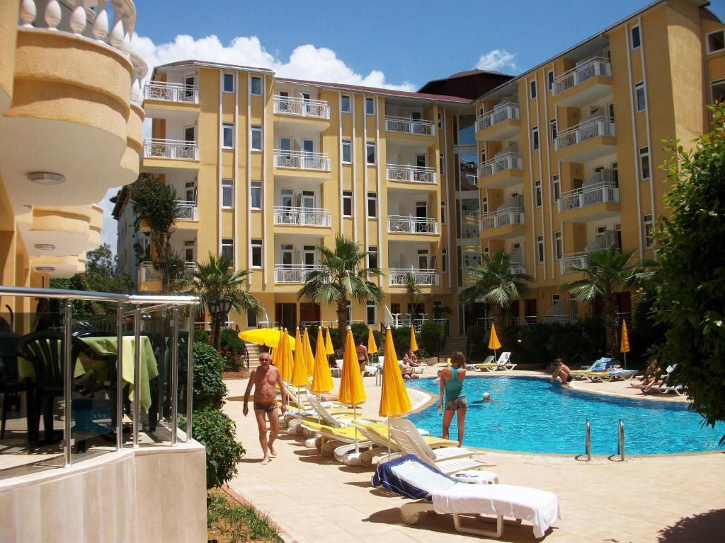 Бассейн в Artemis Princess Hotel или поблизости