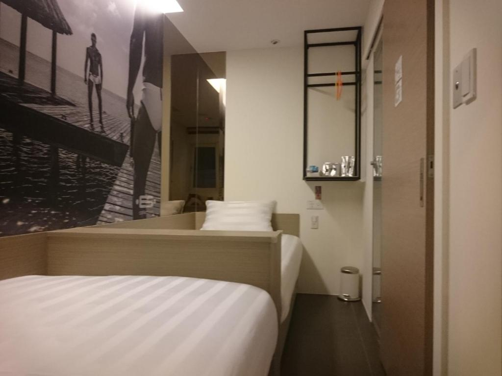 A bed or beds in a room at Gs Gay Hotel - Taipei