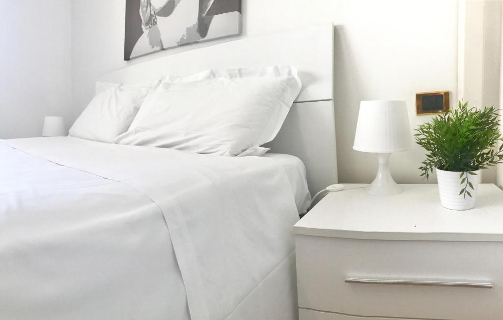 A bed or beds in a room at Giulio Cesare luxury apartment