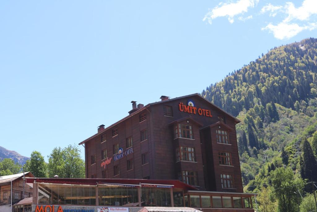 البناء الذي يحتوي السرير ووجبة الإفطار
