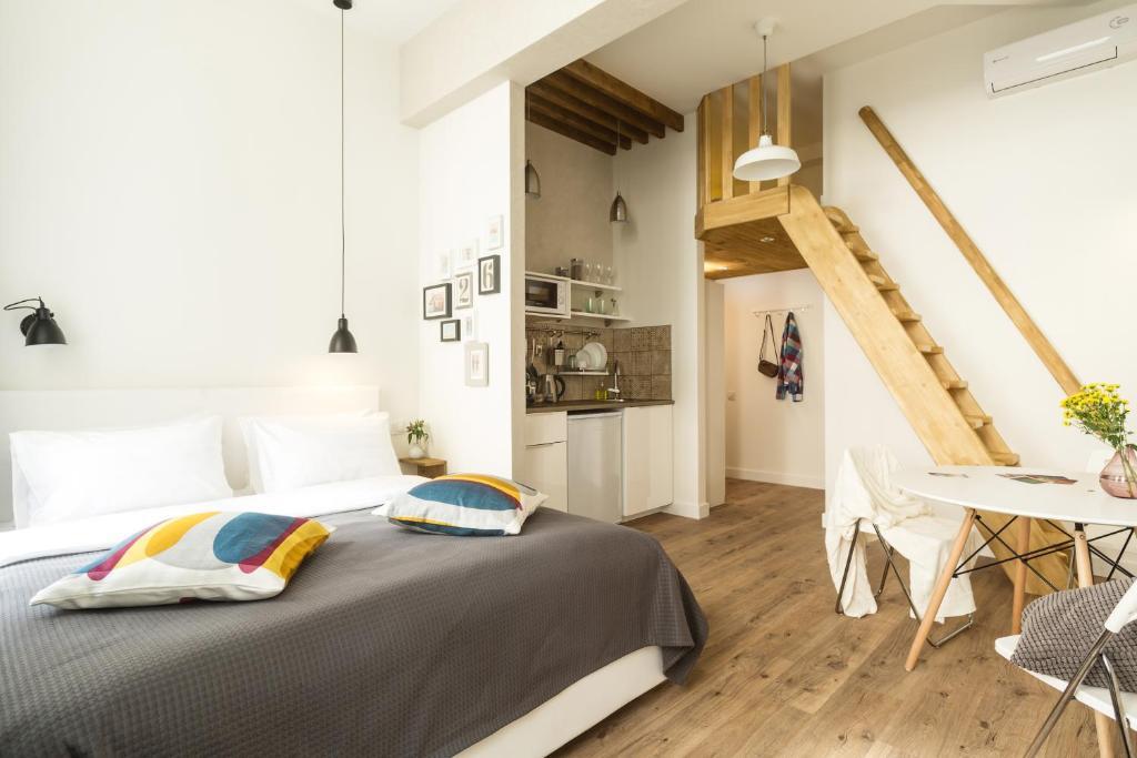 Кровать или кровати в номере Geography Apartments