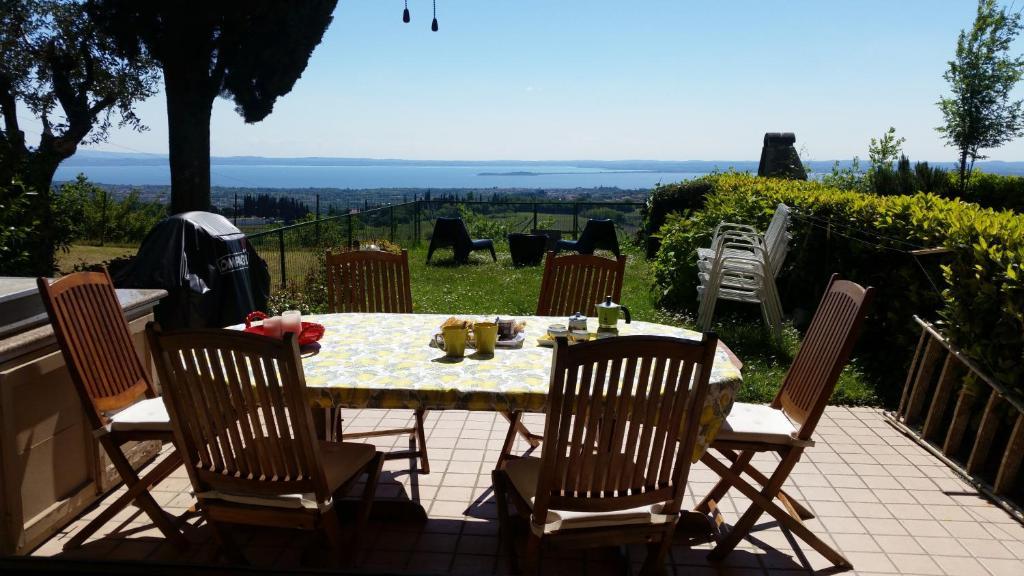 Panorama Tavoli Da Giardino.Residence Panorama Apartment Italia Polpenazze Del Garda