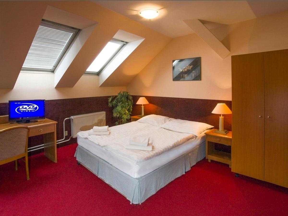 Хостел  A Plus Hotel & Hostel