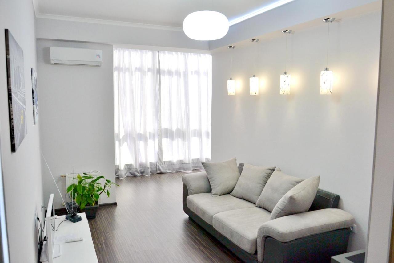 Фото  Апартаменты/квартира  посуточно 2-х ком. люкс в Севастополе