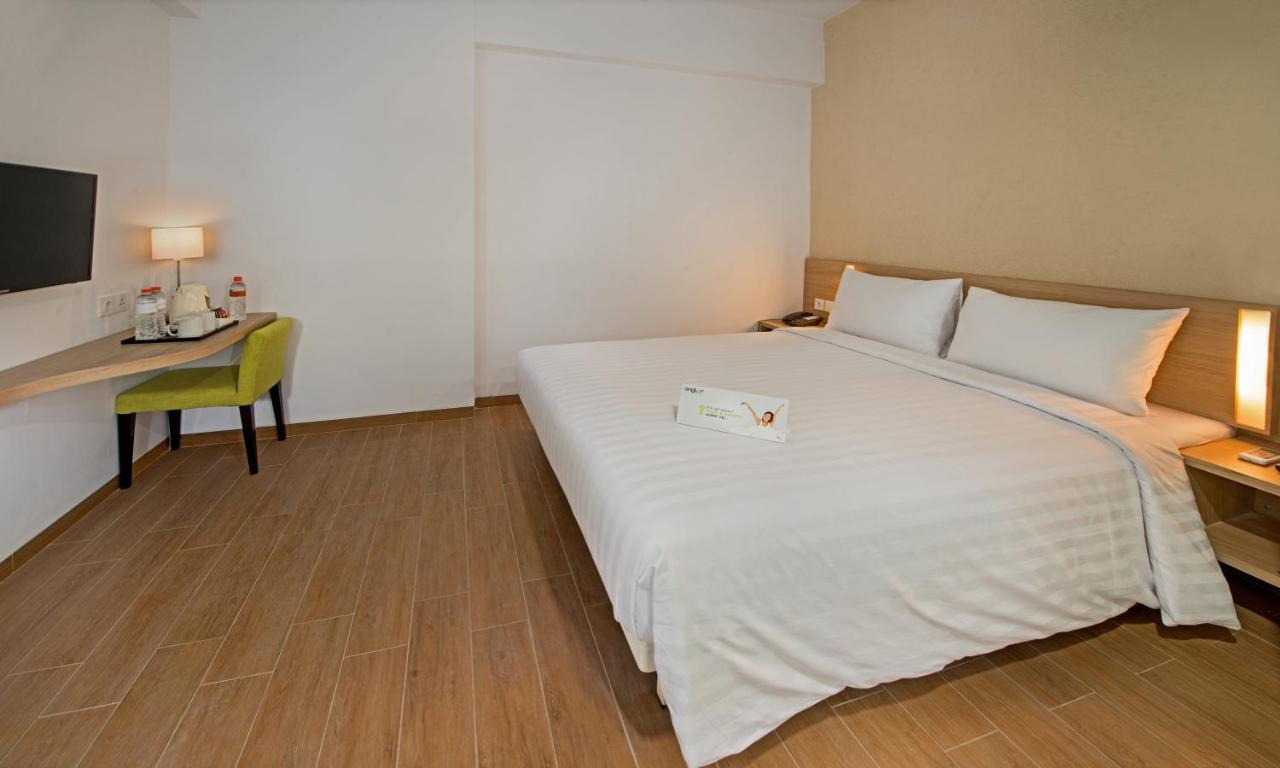 Отель  Whiz Prime Hotel Pajajaran Bogor