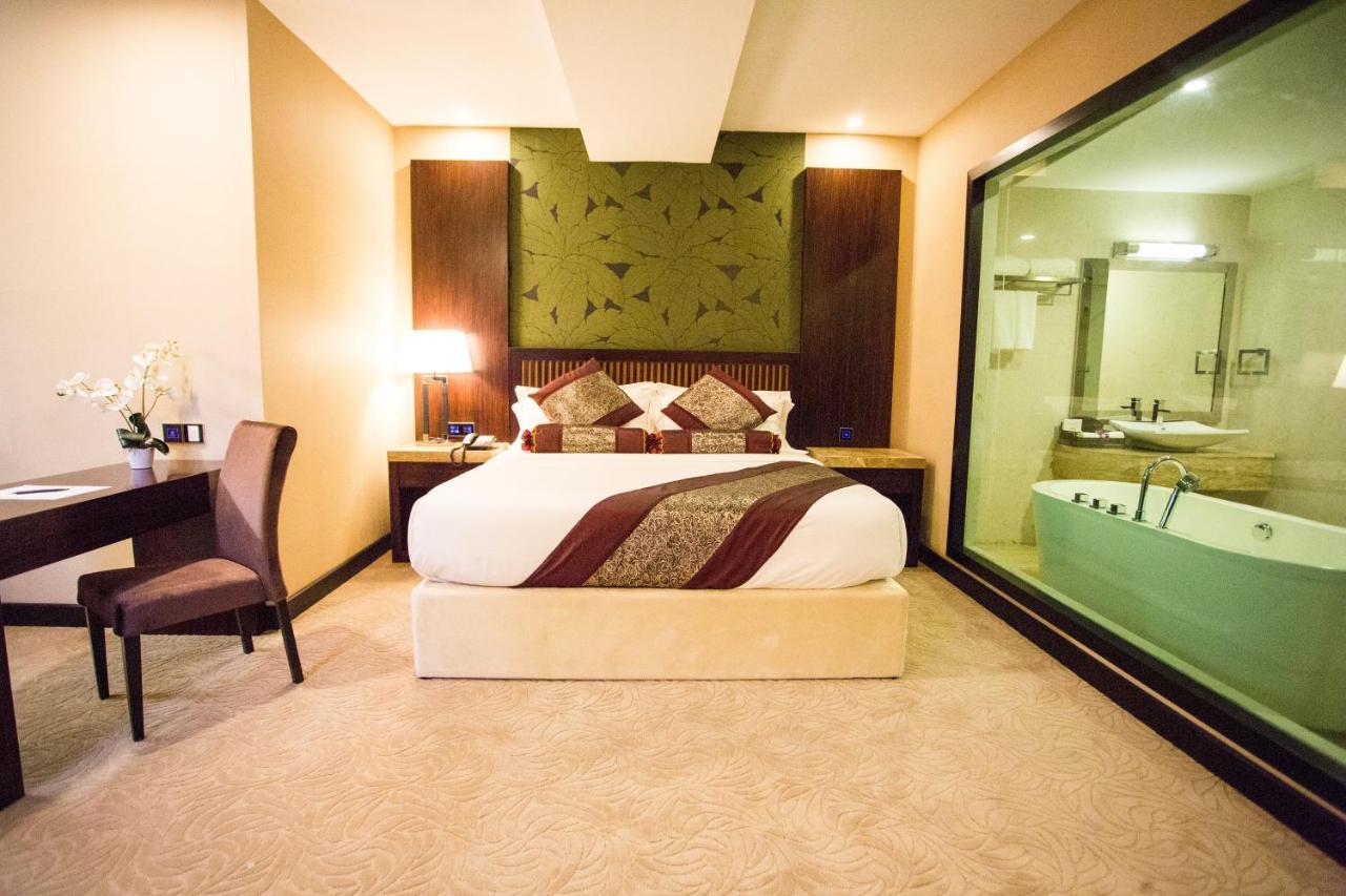 Отель  Отель  Royale Signature Hotel