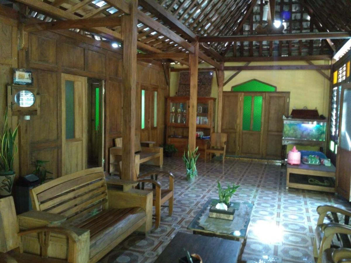 Проживание в семье  Homestay Adiluhung