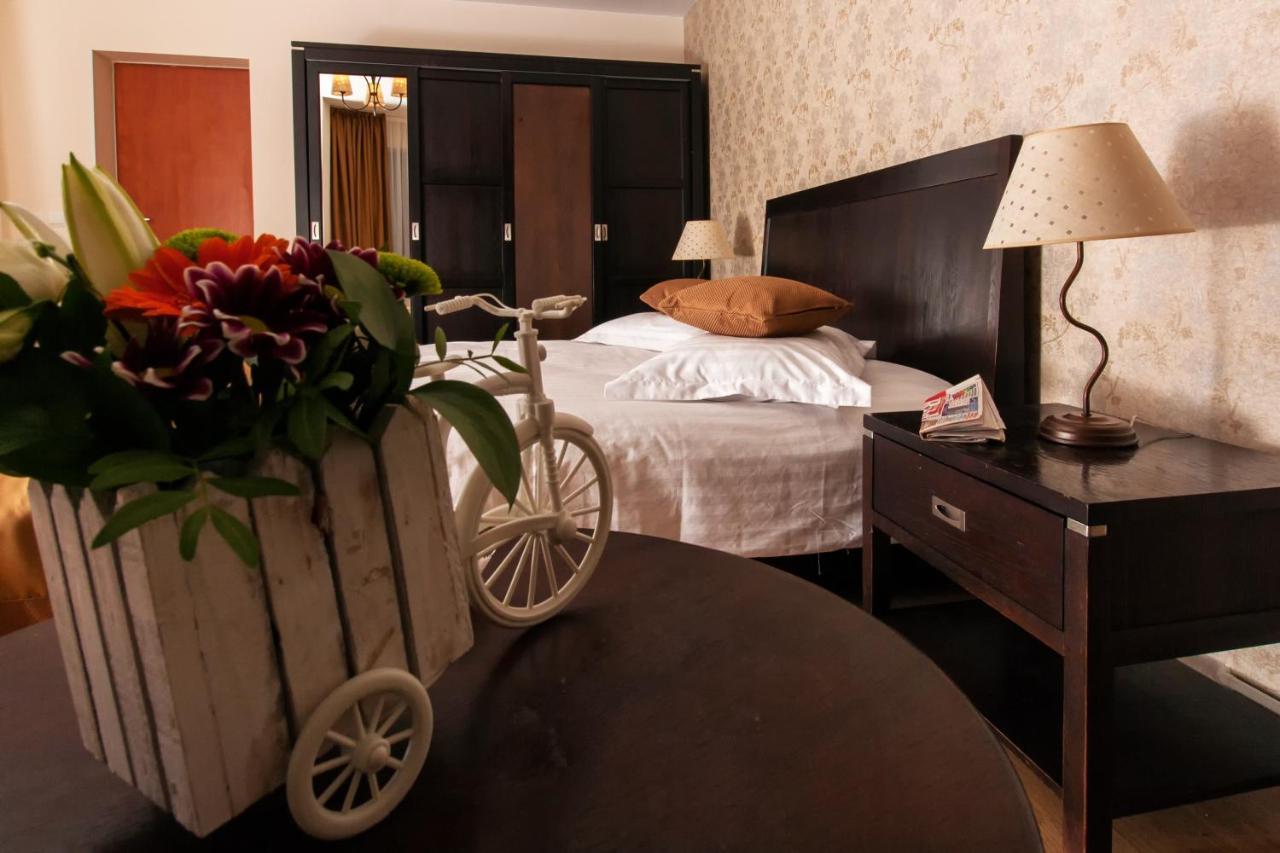 Un pat sau paturi într-o cameră la Complex Mona Caraiman