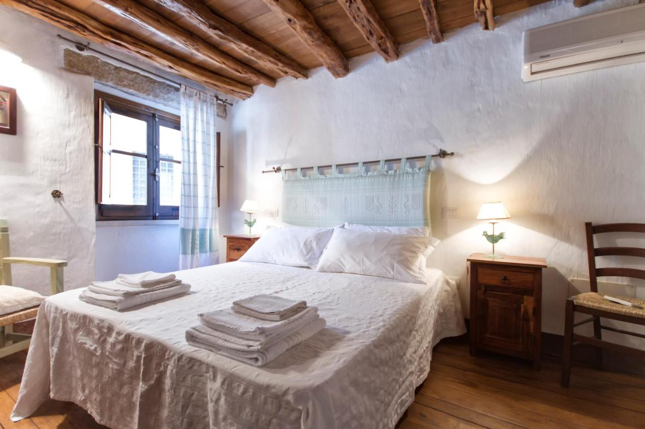 Immagini Case Arredate Moderne.Vacation Home Antiche Case In Pietra Baunei Italy