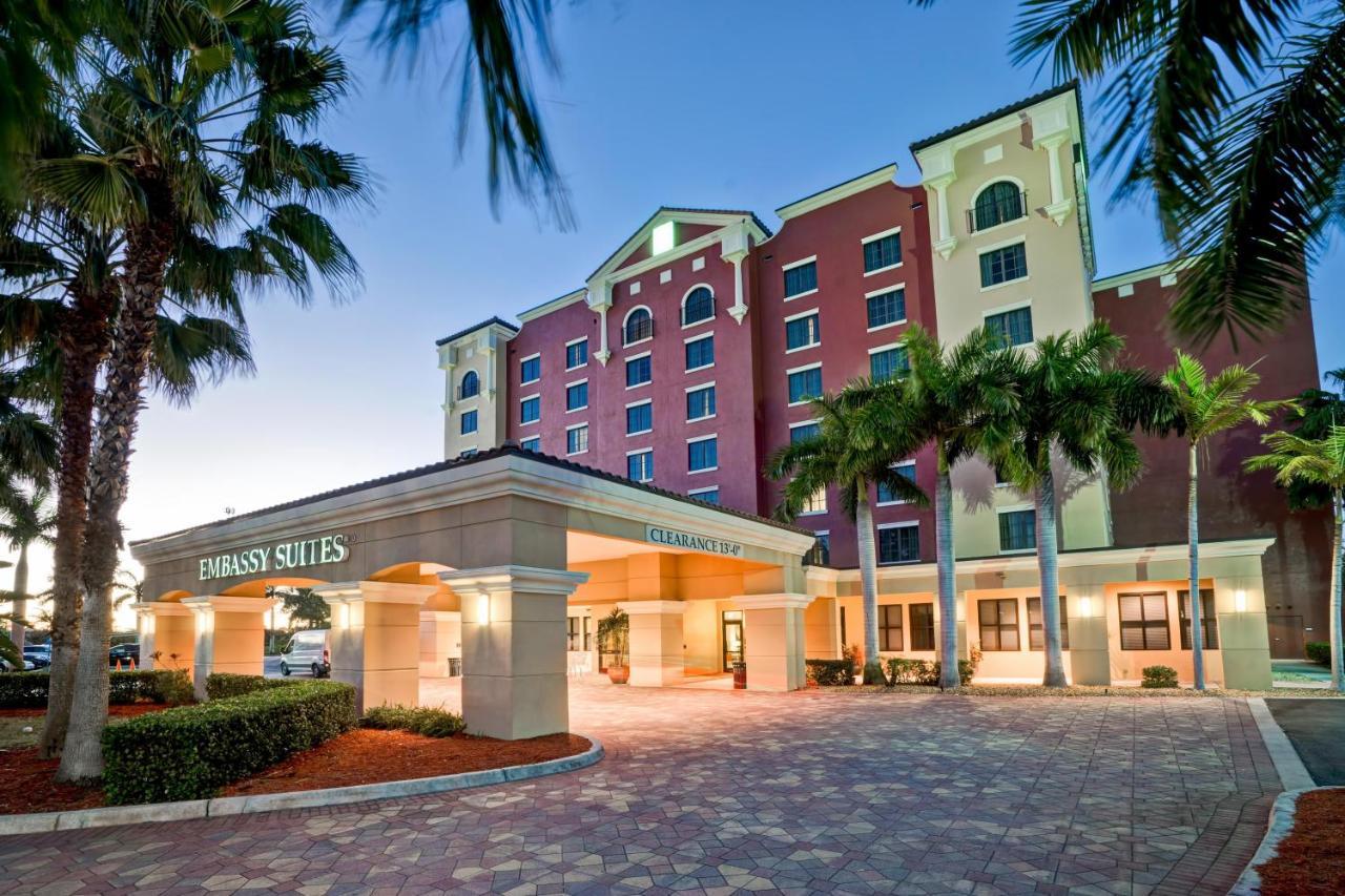 Отель  Embassy Suites Fort Myers - Estero