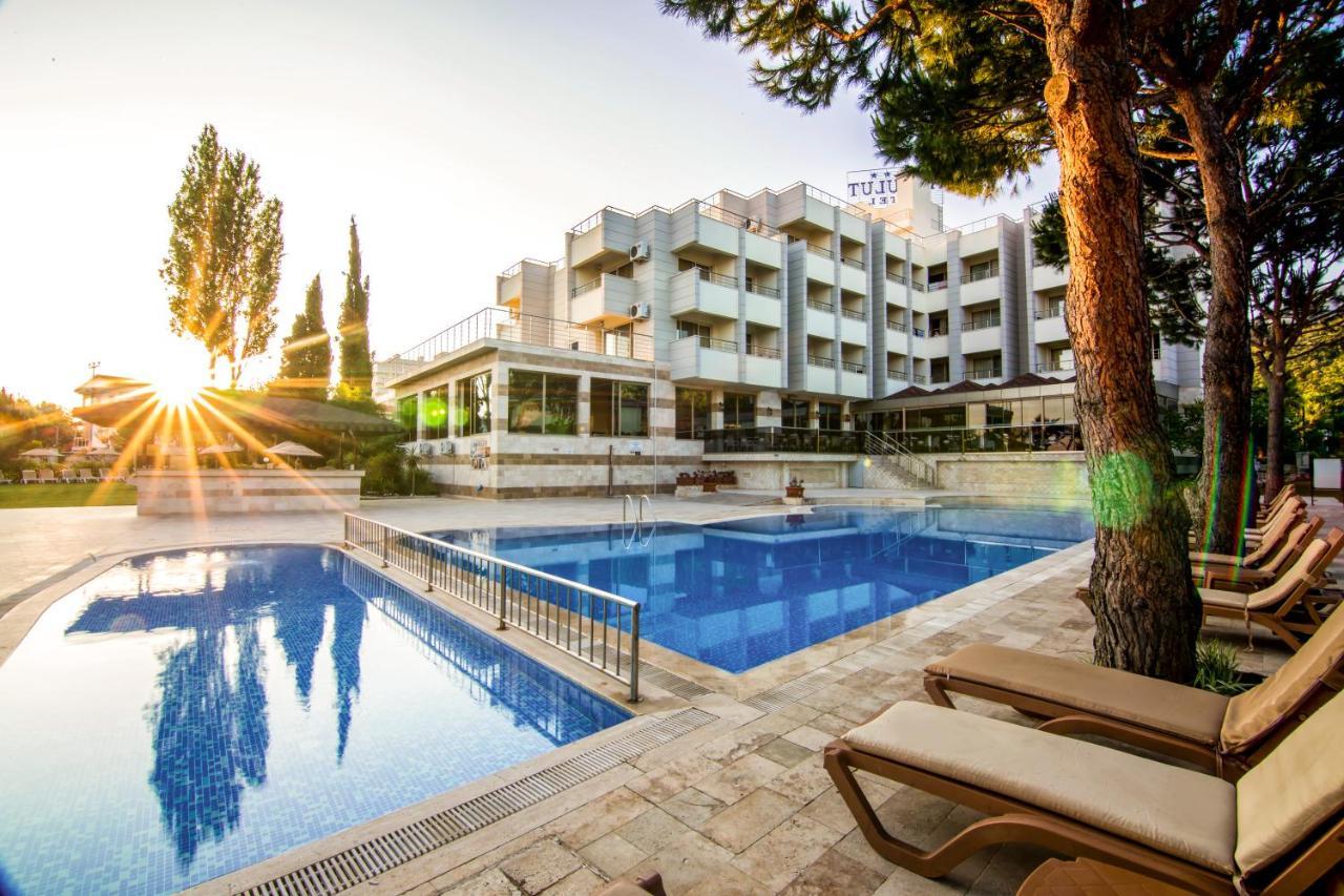 Бассейн в Hotel Akbulut & Spa или поблизости