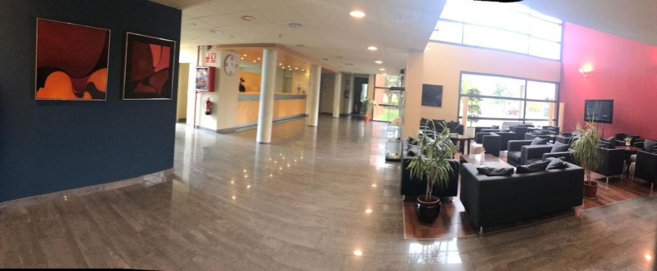 Отель  Hotel Les Torres