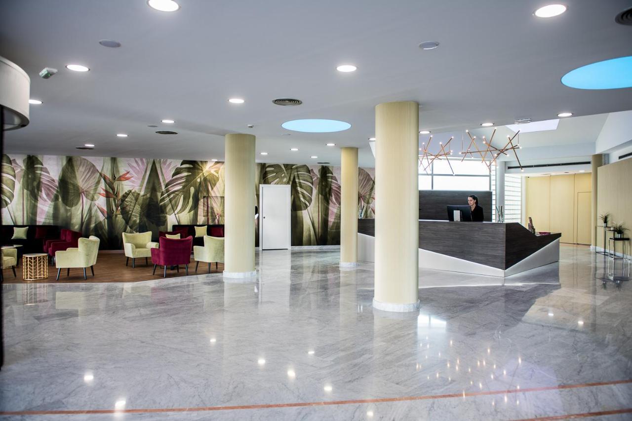 Отель  Hotel Azarbe