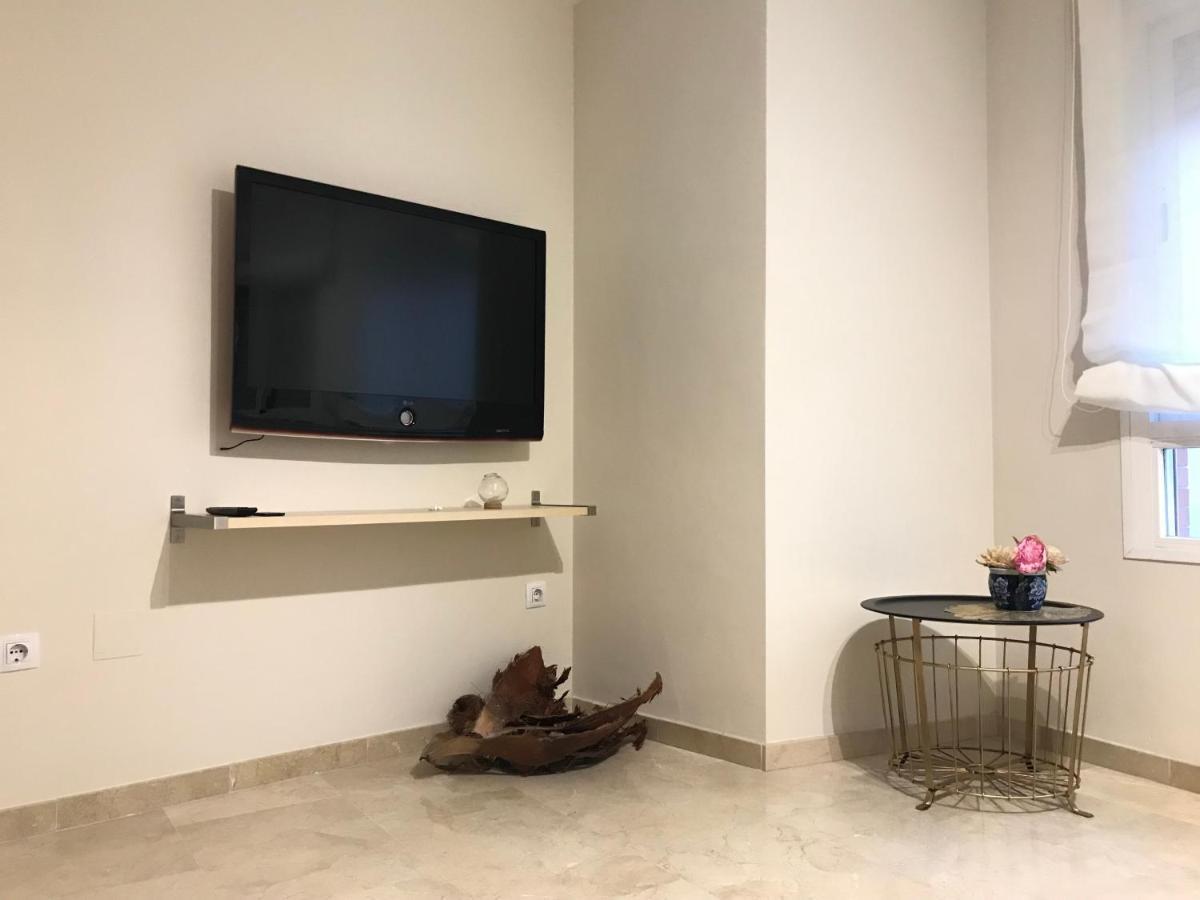 Mobile Tv Con Camino apartment malagueta suites, málaga, spain - booking