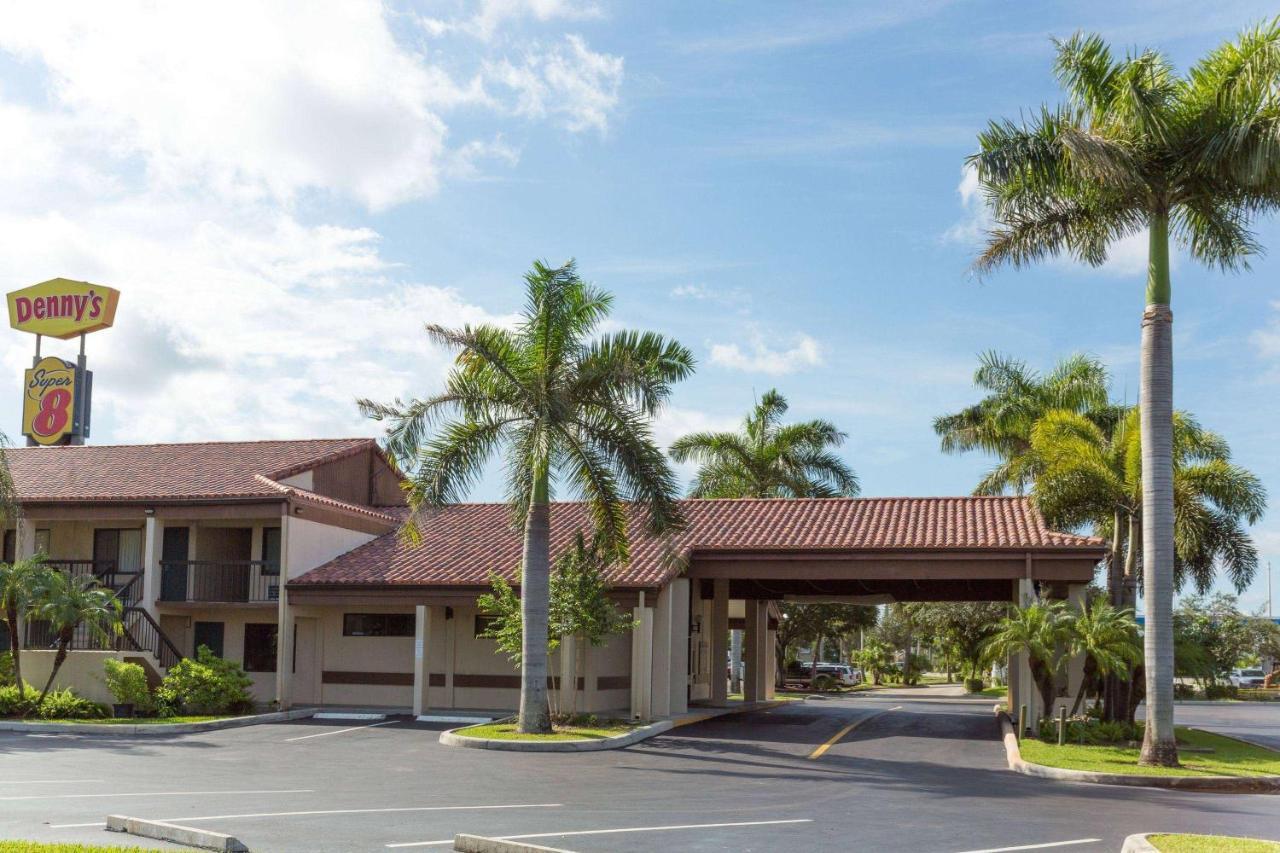 Отель  Super 8 By Wyndham Riviera Beach West Palm Beach