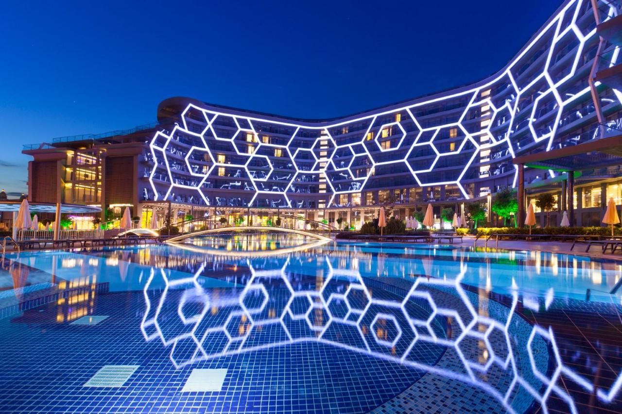 Бассейн в Bosphorus Sorgun Hotel или поблизости