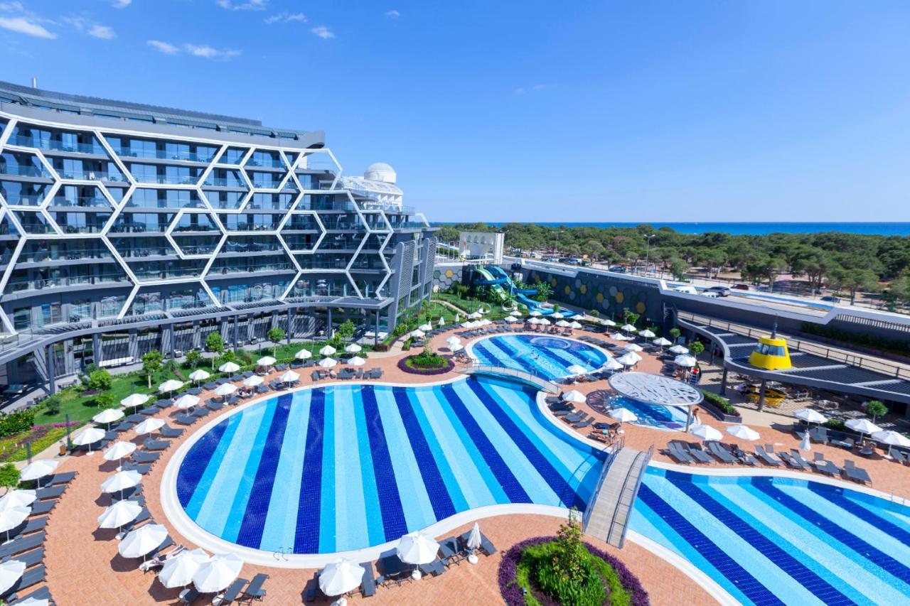 Вид на бассейн в Bosphorus Sorgun Hotel или окрестностях