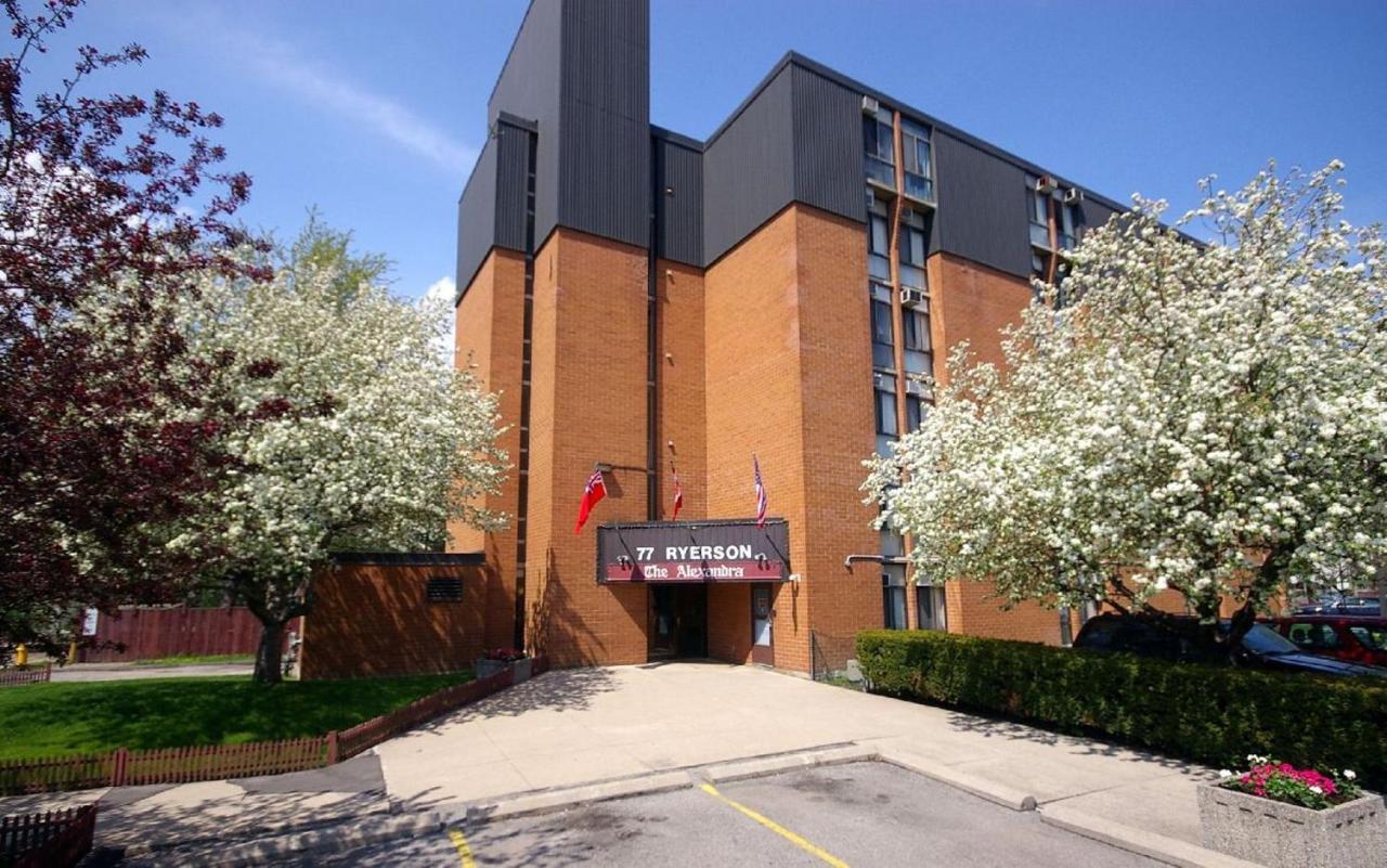 Отель The Alexandra Hotel