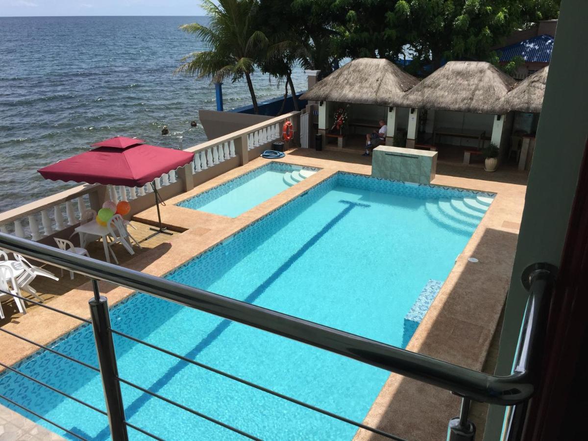 Курортный отель  Ocean Breeze Resort