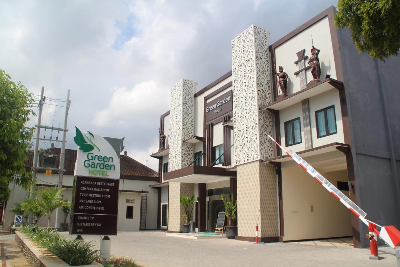 Отель  Green Garden Hotel