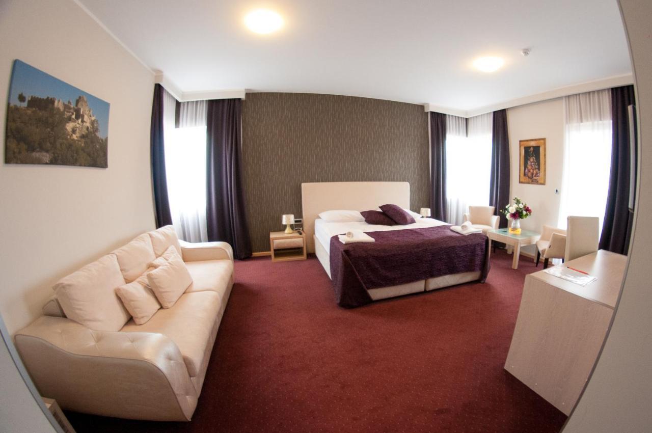 Отель  Hotel Brotnjo