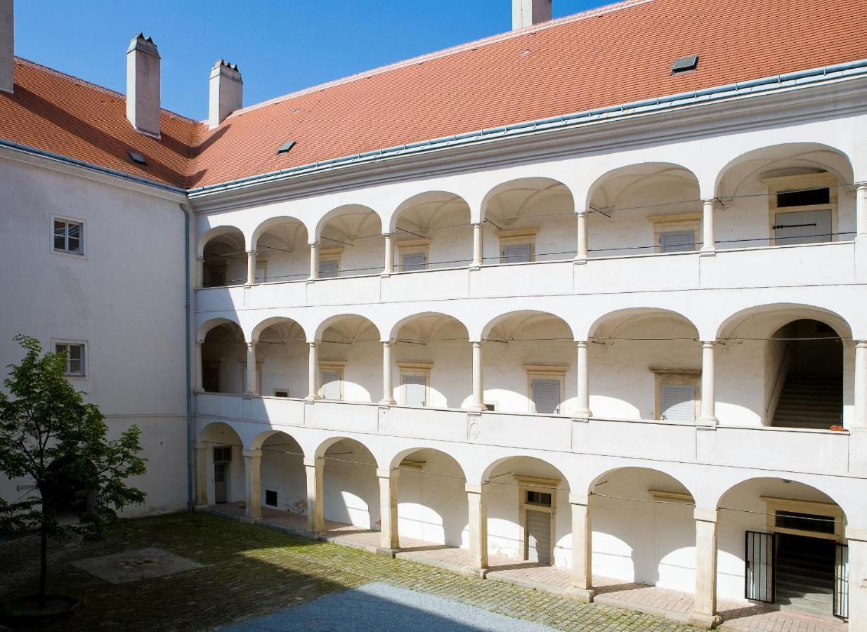 Отель  Kunsthaus Horn