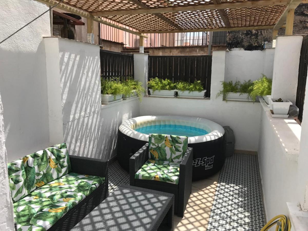 Jacuzzi En El Patio.Apartment Atico En El Centro Valencia Spain Booking Com