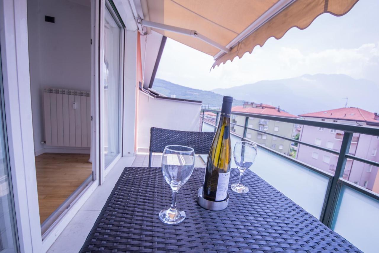 Tende Da Sole Tetto Spiovente blue lake apartment, riva del garda, italy - booking