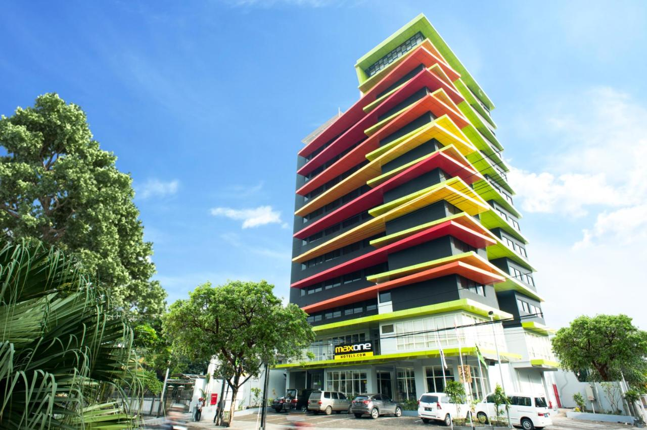 Maxonehotels At Dharmahusada Surabaya Indonesia Booking Com