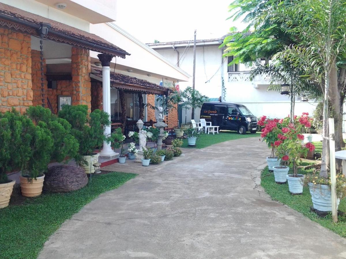 Отель типа «постель и завтрак»  La Grande Holiday Resort