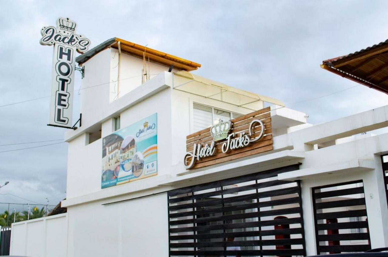 Hotel Jacks (Ecuador Tonsupa) - Booking.com