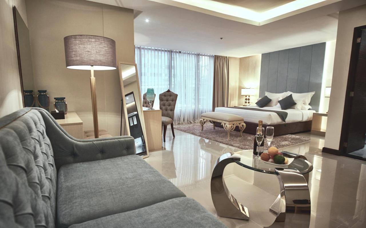 Отель  Отель  J7 Hotel