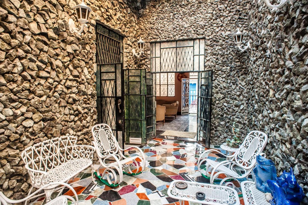 Love Hotel Terrazas Coloniales En El Boulevard De Obispo