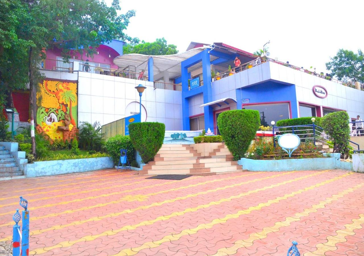 Отель  Отель  MPT Wind N Waves Cottages, Bhopal