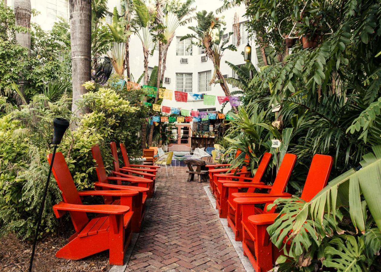 Freehand Miami Usa Beach