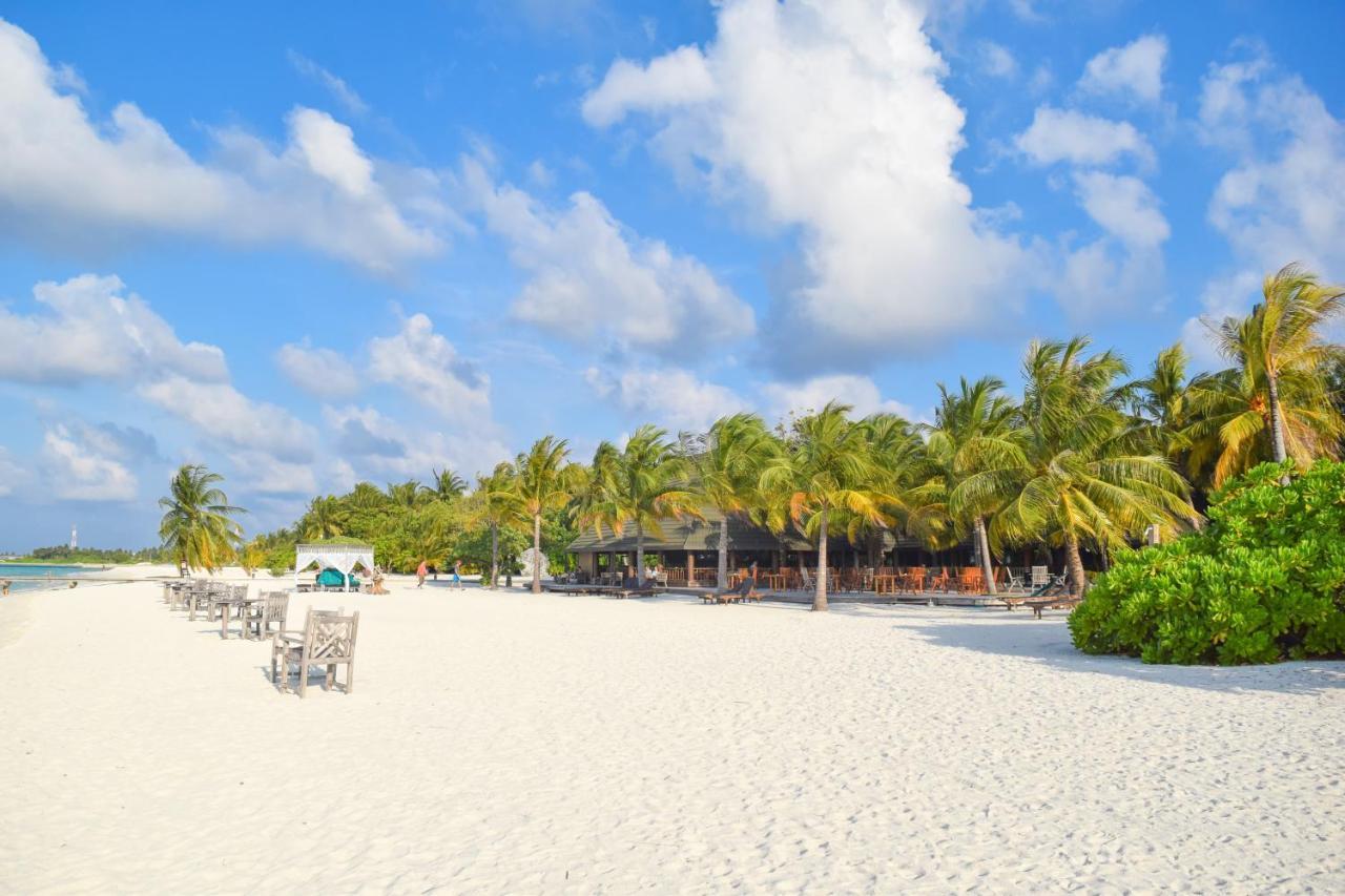 Holiday Island Resort & Spa ресторан