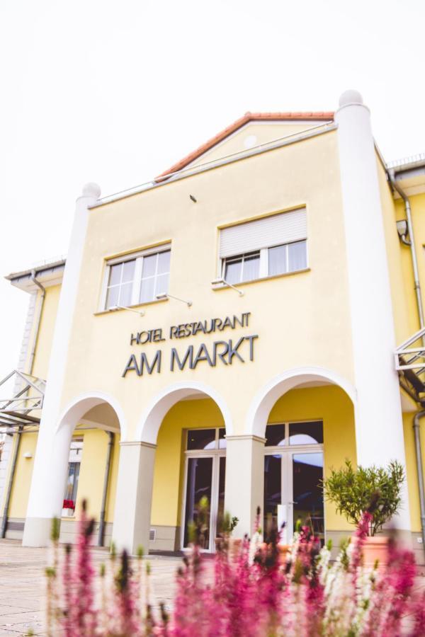 Отель  Warias Hotel & Restaurant